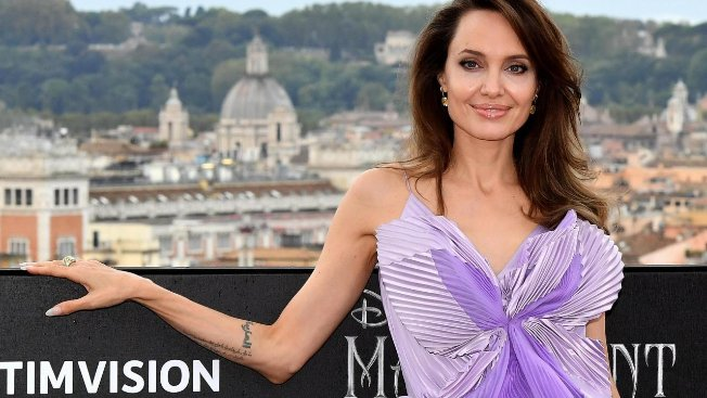 Angelina Jolie a Roma, top Givenchy per l'attrice