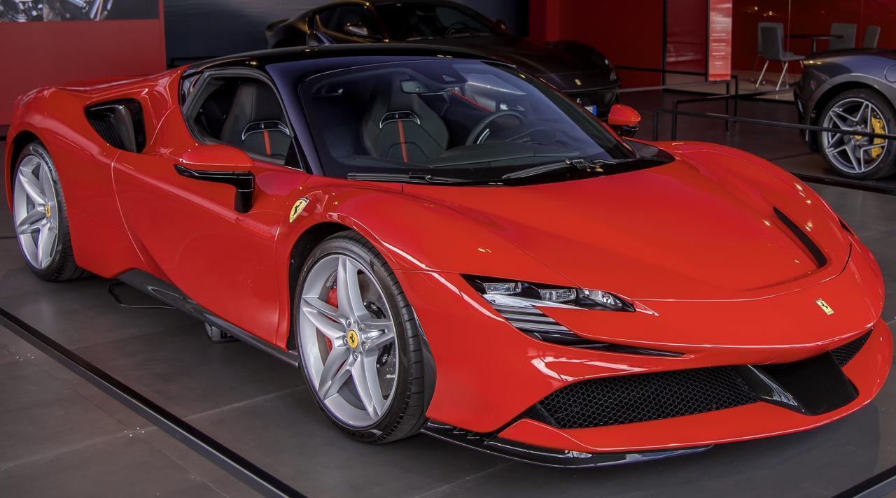 Ferrari Sf90 Stradale Cosa E Stato Tolto Dal Cambio Per Guadagnare Peso Chi Vuol Essere Milionario Mediaset Play