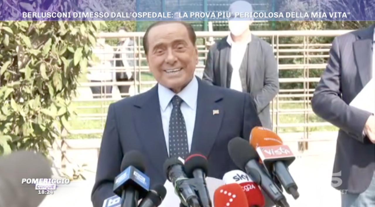 Silvio Berlusconi Dimesso La Prova Piu Pericolosa Della Mia Vita Pomeriggio Cinque Mediaset Play