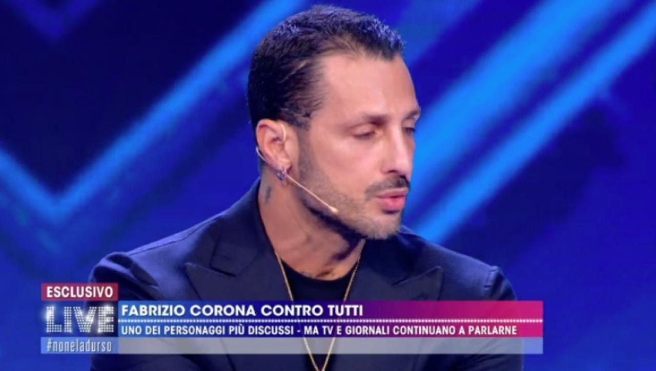 Fabrizio Corona si scusa con Barbara d'Urso e Riccardo Fogli