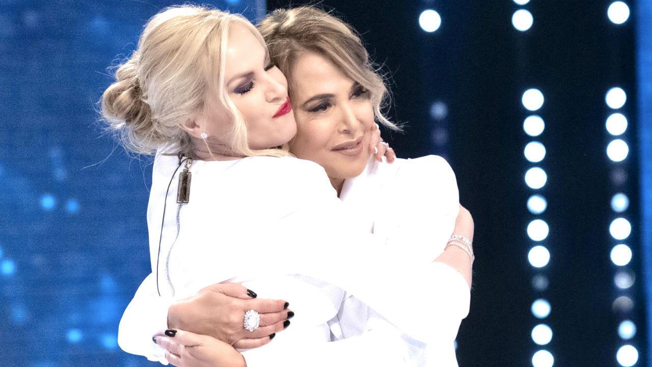 Barbara D'Urso e Federica Panicucci: baci e abbracci anti-panico a ...